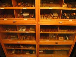 Skåp med verktyg ur Berglings samling.