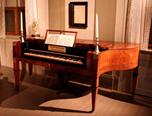 Tafflar i omvänd karnischform är inte så vanliga. Ett svenskt exempel är Gustaf Ekstedts mästerstycke från 1812 enligt den tradition han lärt i S:t Petersburg (Dalarnas Museum). Foto: Dalarnas museum.