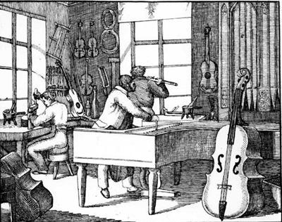 Interiör av en instrumentmakarverkstad ca 1840. Här ser man verktyg, strängtråd och instrument upphängda på väggarna. Flaskor för lacker och polityrer och limpannor står på bänken nedanför. Mannen i mitten är kanske mäster själv, som är i färd med att stämma en flygel. (Ur Ny orbis pictus, eller den synliga verlden i bilder 2. Stockholm 1840)